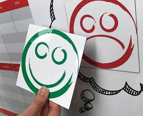 Magnetic happy sad faces status label