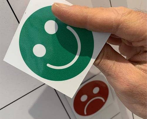 Magnetic happy face status label