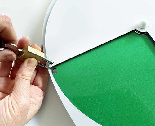 Lockable status dial green with padlock